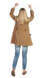 заднее клиппирование предпосылки тонет изображение руки включает путь извлекает женщину взгляда Поднял его кулак вверх в знаке по Стоковое Изображение