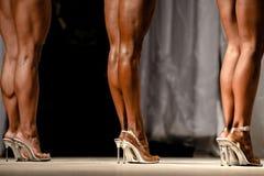 Заднее худенькое бикини фитнеса женщин ног Стоковое Фото
