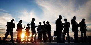 Задние бизнесмены связи обсуждения Lit встречая Concep Стоковое Изображение RF