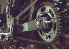 Задние цепь и цепное колесо мотоцикла Стоковая Фотография