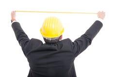 Задний взгляд архитектора представляя измеряя с лентой правителя Стоковая Фотография