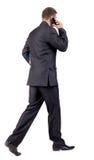 Задний взгляд гуляя бизнесмена Стоковые Изображения