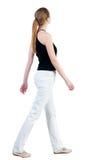 Задний взгляд гуляя женщины Стоковые Фото