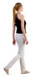 Задний взгляд гуляя женщины Стоковое Изображение RF