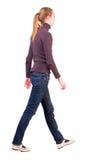 Задний взгляд гуляя женщины в свитере Стоковое фото RF