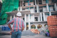 Задний взгляд инженера по строительству и монтажу Стоковая Фотография RF