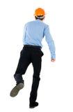 Задний взгляд идущего инженера в шлеме Стоковые Фото
