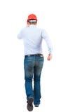 Задний взгляд идущего инженера в шлеме Стоковое фото RF