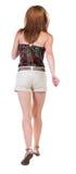 Задний взгляд идущей женщины в шортах Стоковые Фотографии RF