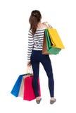 Задний взгляд идя женщины женщины с хозяйственными сумками Стоковые Фото