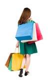 Задний взгляд идя женщины женщины с хозяйственными сумками Стоковые Изображения RF