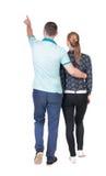 Задний взгляд идя молодой указывать пар (человек и женщина) Стоковая Фотография RF