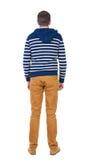 Задний взгляд красивого человека в striped с капюшоном свитере Стоковые Изображения RF