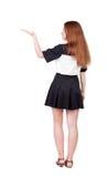 Задний взгляд красивой женщины в платье смотря стену и владения Стоковая Фотография RF