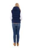 Задний взгляд красивой женщины в теплых одеждах изолированных на белизне Стоковая Фотография RF