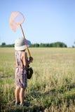 Задний взгляд мальчика с сетью бабочки Стоковые Фото