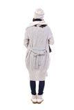 Задний взгляд молодой беременной женщины в одеждах зимы изолированных дальше Стоковые Фото