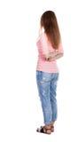 Задний взгляд стоять молодая красивая женщина redhead Стоковая Фотография RF