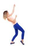 Задний взгляд стоящей девушки вытягивая веревочку от верхней части или льнет к s Стоковое Фото