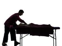 Задний силуэт терапией массажа стоковые изображения rf