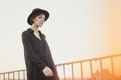 Задняя женщина черной шляпы Стоковые Фотографии RF
