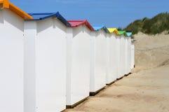 Задняя сторона новых хат пляжа стоковое фото rf