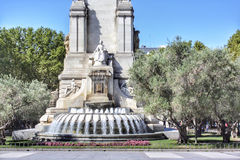 Задняя сторона памятника Servantes в Мадриде стоковые изображения rf