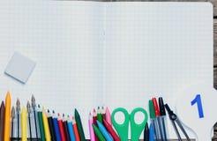 задняя школа к Справочная информация поставкы школы различные стоковая фотография rf