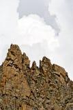 за растущим штормом пиков горы Стоковая Фотография