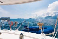 Зад роскошной яхты с оборудованиями тусклого и BBQ партии Стоковая Фотография