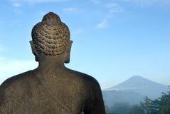 За статуей Будды в Borobudur-Индонезии Стоковые Фотографии RF