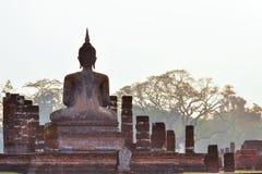 За статуей Будды Стоковая Фотография RF