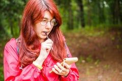 Задумчивая женщина с карандашем, тетрадью Стоковое фото RF