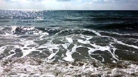 За Чёрное море до шторма, небо покрыто с облаками, звуком волн акции видеоматериалы