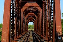 за railway железной дороги горизонта расстояния моста протягивая следы Стоковое Изображение