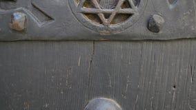 Звезда знака Дэвид Judaic на старом замке двери сток-видео