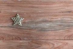 Звезда золота на деревянном взгляд сверху Стоковые Изображения RF