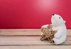 Звезда золота рождества с пушистой игрушкой полярного медведя Holida рождества Стоковое фото RF