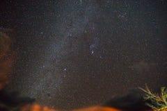 Звездная ночь в Death Valley стоковые изображения