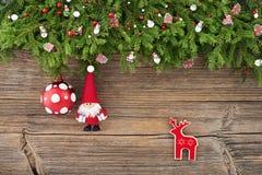 звезды абстрактной картины конструкции украшения рождества предпосылки темной красные белые Ель рождества с украшением рождества  Стоковое Изображение RF