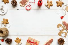 звезды абстрактной картины конструкции украшения рождества предпосылки темной красные белые Подарок рождества с украшениями рожде Стоковые Фотографии RF