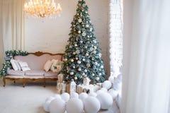 звезды абстрактной картины конструкции украшения рождества предпосылки темной красные белые Внутренняя комната украшенная в стиле Стоковые Фото