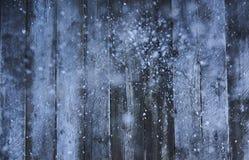 звезды абстрактной картины конструкции украшения рождества предпосылки темной красные белые Много снег на деревянных хряках насме Стоковая Фотография
