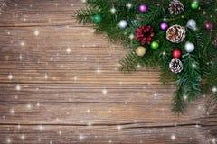 звезды абстрактной картины конструкции украшения рождества предпосылки темной красные белые Ветвь ели рождества с украшением Скоп Стоковое Фото