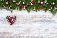 звезды абстрактной картины конструкции украшения рождества предпосылки темной красные белые Ель рождества с декоративным сердцем  Стоковая Фотография