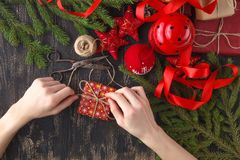 звезды абстрактной картины конструкции украшения рождества предпосылки темной красные белые Взгляд сверху настоящего момента Ново Стоковое Изображение RF