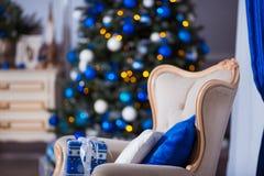 звезды абстрактной картины конструкции украшения рождества предпосылки темной красные белые Внутренняя комната украшенная в стиле Стоковое Фото