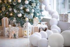 звезды абстрактной картины конструкции украшения рождества предпосылки темной красные белые Внутренняя комната украшенная в стиле Стоковое Изображение