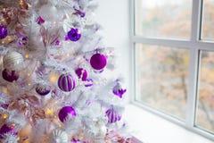 звезды абстрактной картины конструкции украшения рождества предпосылки темной красные белые Внутренняя комната украшенная в стиле Стоковая Фотография