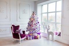 звезды абстрактной картины конструкции украшения рождества предпосылки темной красные белые Внутренняя комната украшенная в стиле Стоковые Фотографии RF